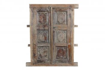 Oud houten raam