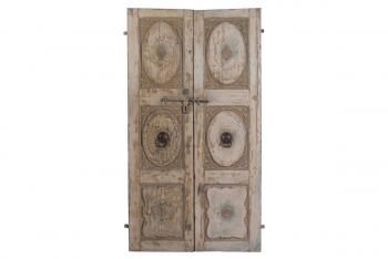 deuren met houtsnijwerk