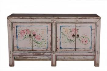 dressoir met bloemen
