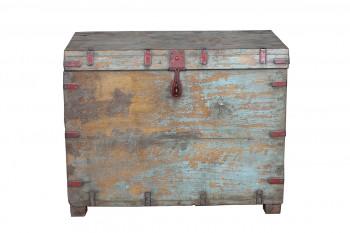 verweerde houten kist