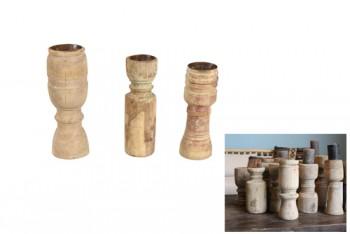 Oude houten kaarsenhouders