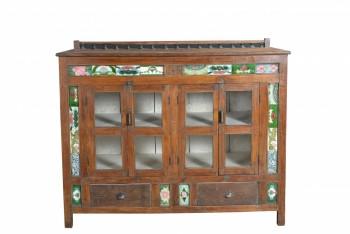 houten dressoir met tegelwerk