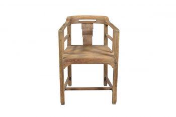 Oude houten eettafel stoelen: zelfgemaakte houten meubels. oude
